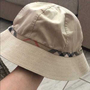Burberry boy hat